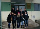 Ispracaj nagrađenih učenika ispred zgrade Vlade BPK